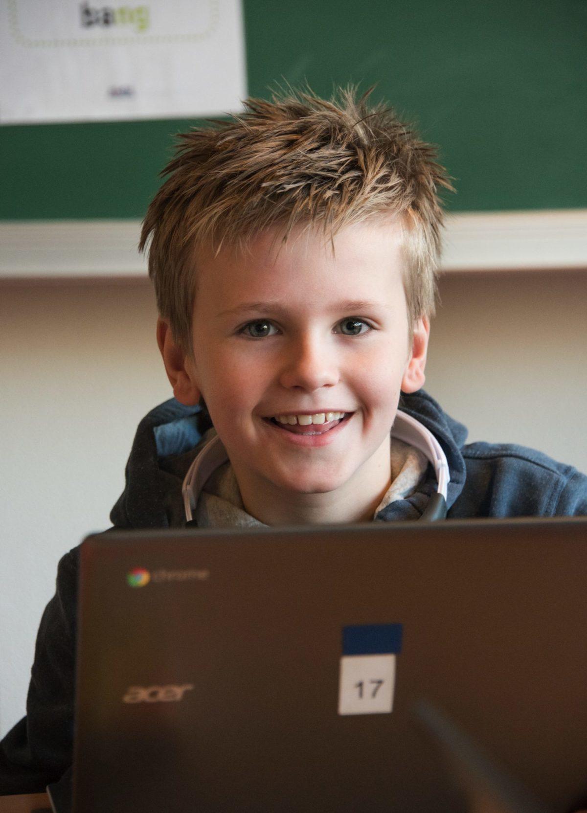 Paschalisschool - Werken op de laptop