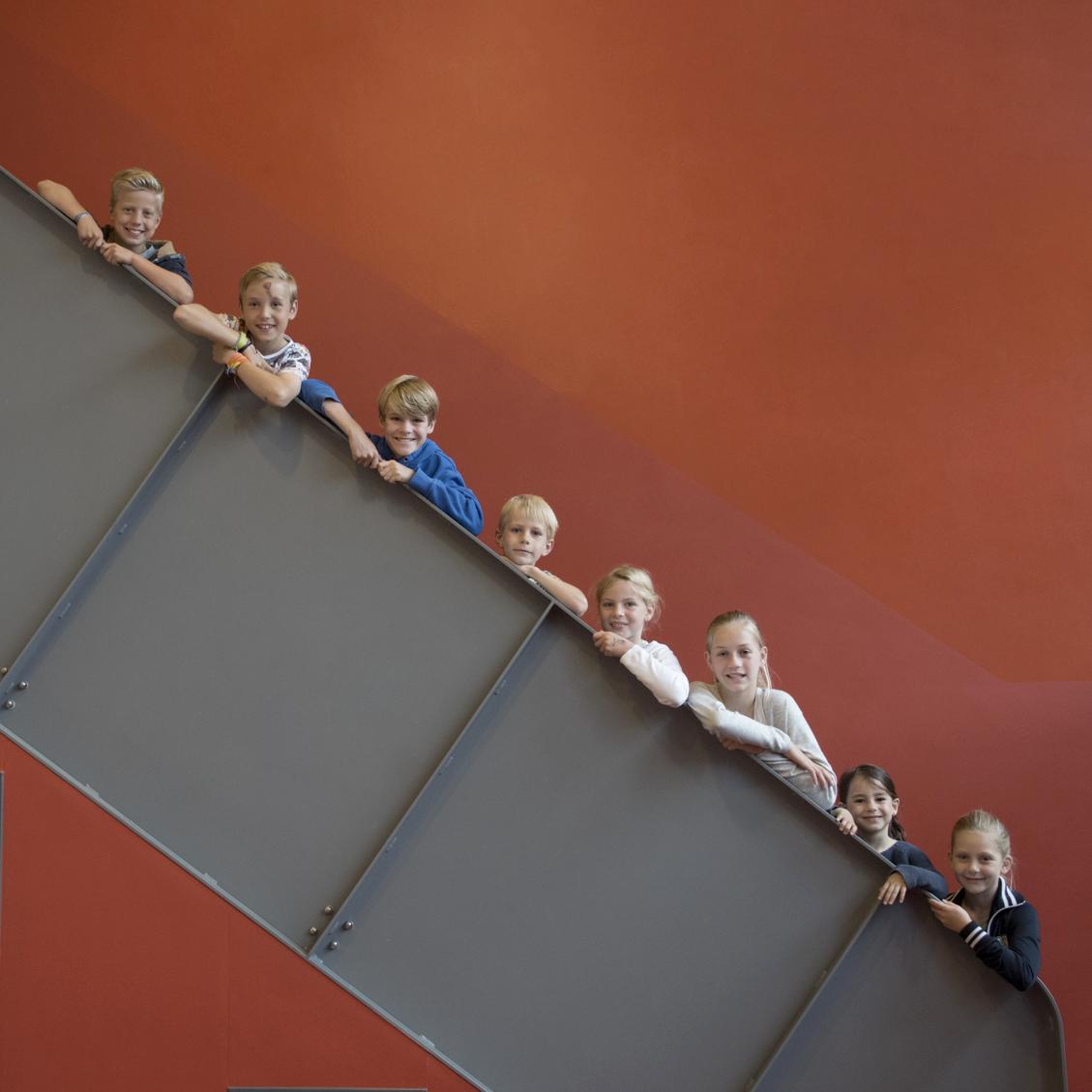 Paschalisschool - Kinderen op trap